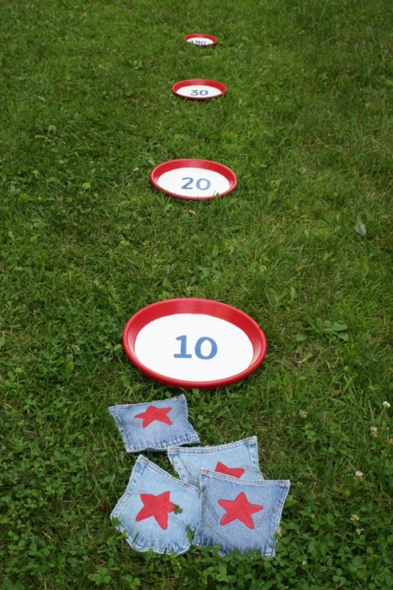 DIY Bean Bag Toss Game Created From Denim Jeans 2