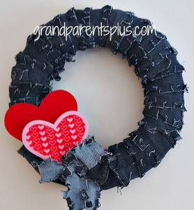 Make a Denim Wreath from Recycled Jeans 2