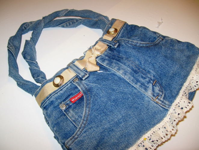 Make a Denim Purse with a Lace Ruffle Accent